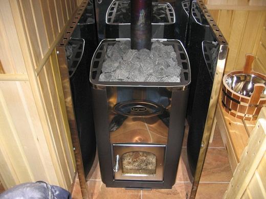 На фото металлическая печь для бани