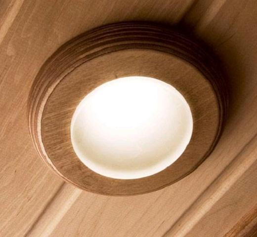 На фото представлен пример светильника, способного работать от автономного источника питания