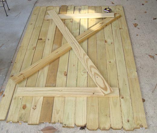Деревянная дверь для бани, выполненная своими руками