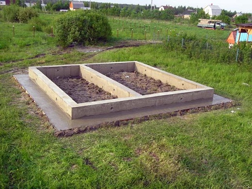 На фото ленточный фундамент под баню