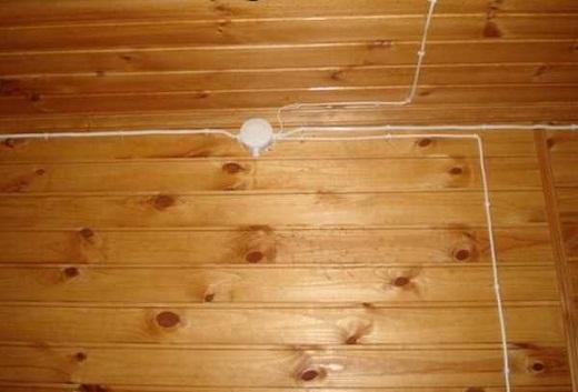 Электропроводка в бане на снимке
