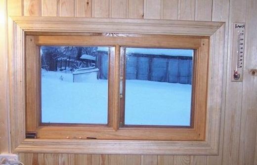 На фото представлено прямоугольное пластиковое окно