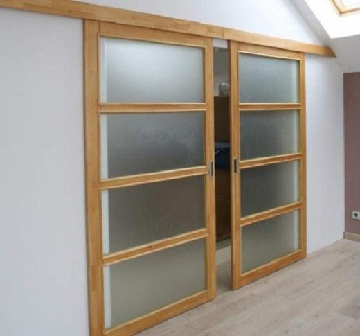 На фото представлены раздвижные стеклянные двери в сауне