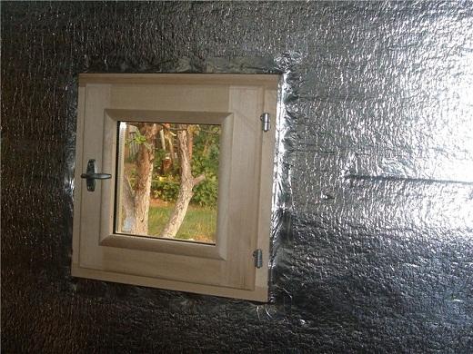 Утепление стен бани изолоном изнутри на снимке