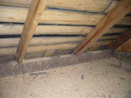 Утепление потолка бани опилками на снимке