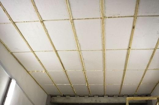 Потолок в бане, утепленный пенопластом, на фото