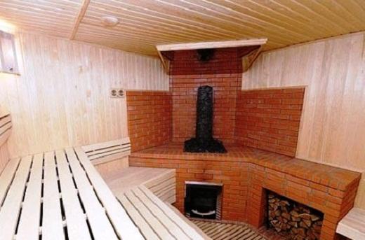 На фото кирпичная печь для бани