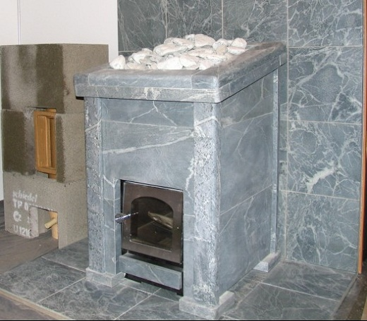 На фото представлена печь «Кastor», облицованная только хлоритом.