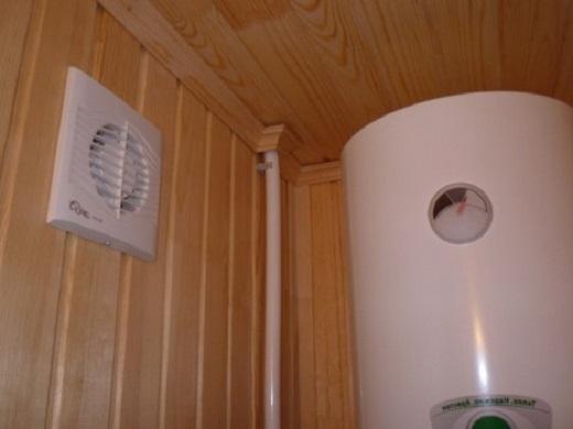 На снимке принудительная вытяжка со встроенным вентилятором