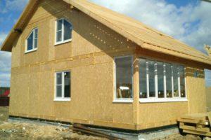 Главные достоинства строительства домов из СИП-панелей