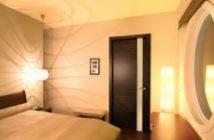 Межкомнатные двери в интерьере помещения
