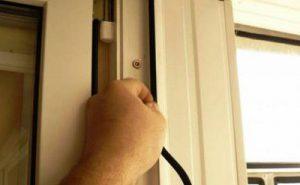 Когда и как производить замену оконного уплотнителя?